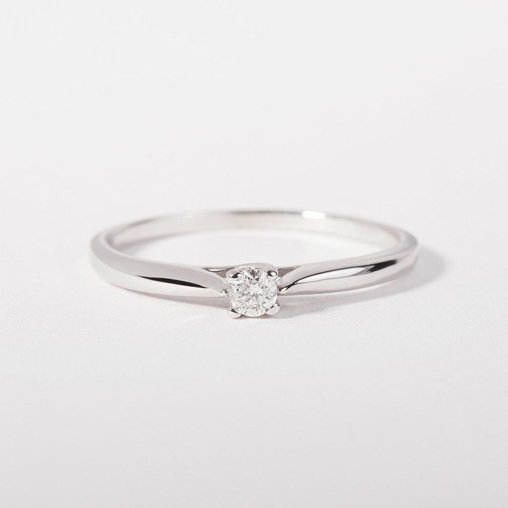 klenota silberring mit einem diamanten verlobungsringe mit brillant schmuck mit liebe. Black Bedroom Furniture Sets. Home Design Ideas