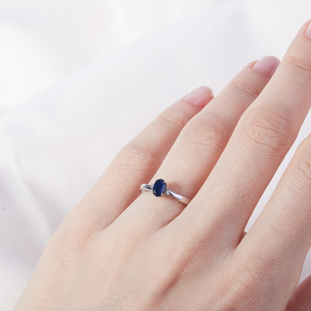 Sapphire and diamond ring in sterling silver | KLENOTA
