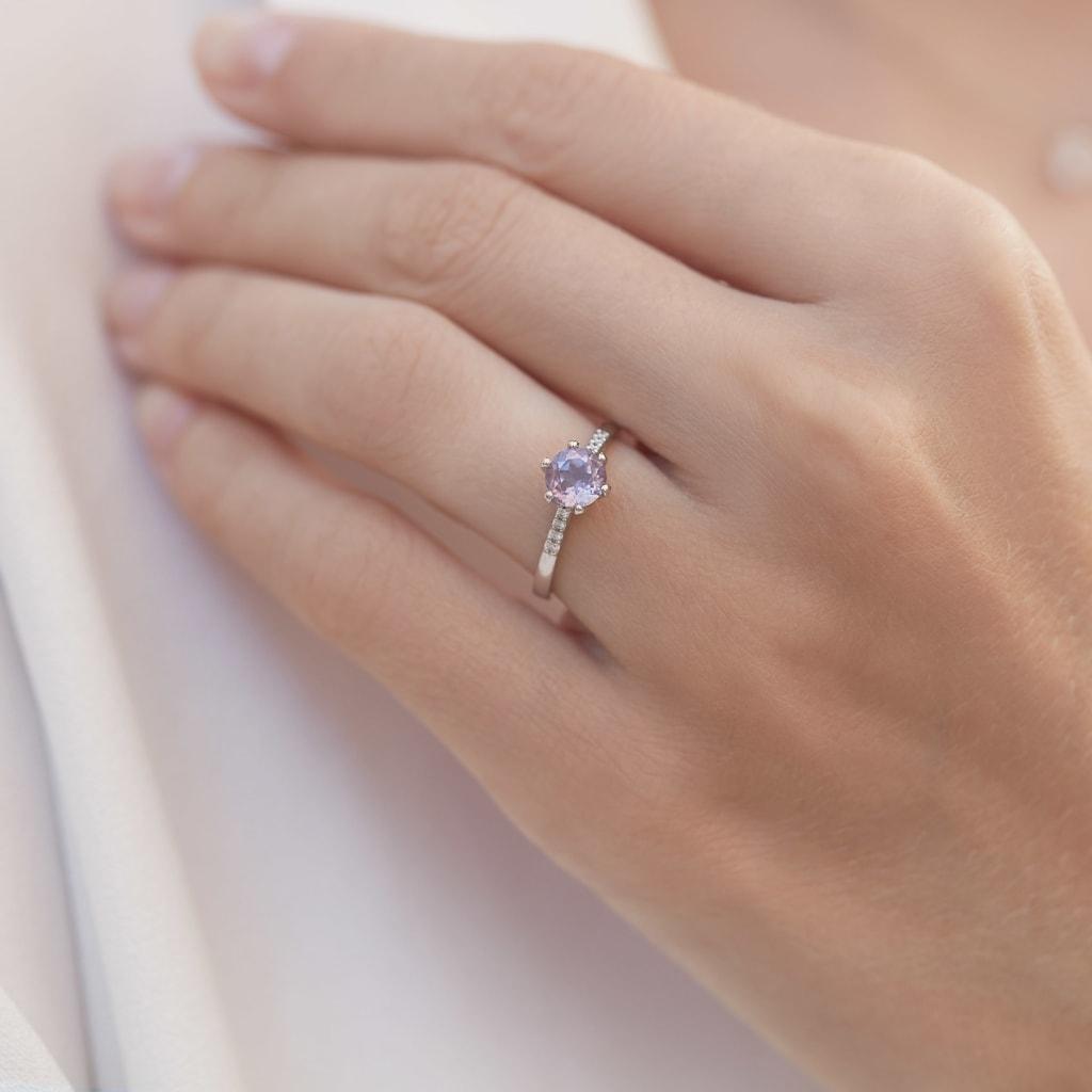 Zlaty Prsten S Ametystem A Diamanty Klenota
