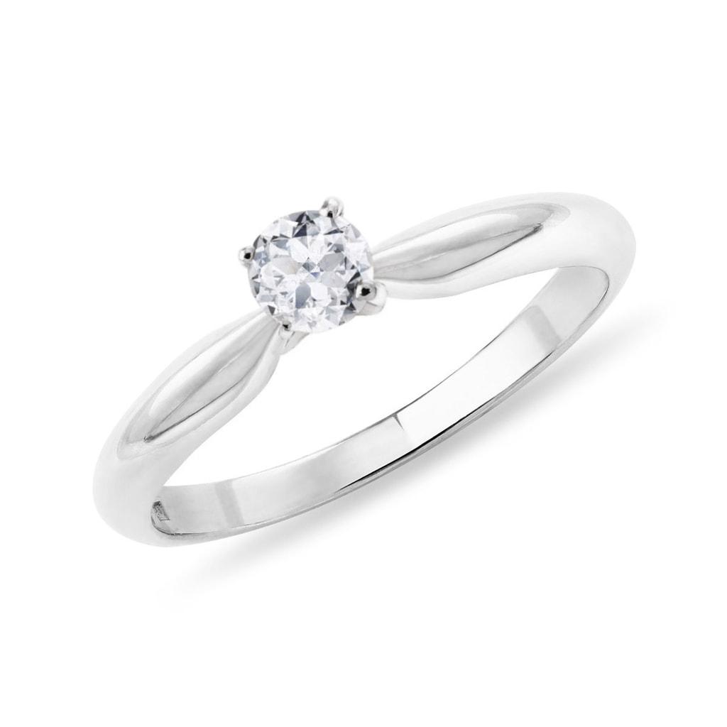 Klasicky Zasnubni Prsten Z Bileho Zlata S Briliantem Klenota