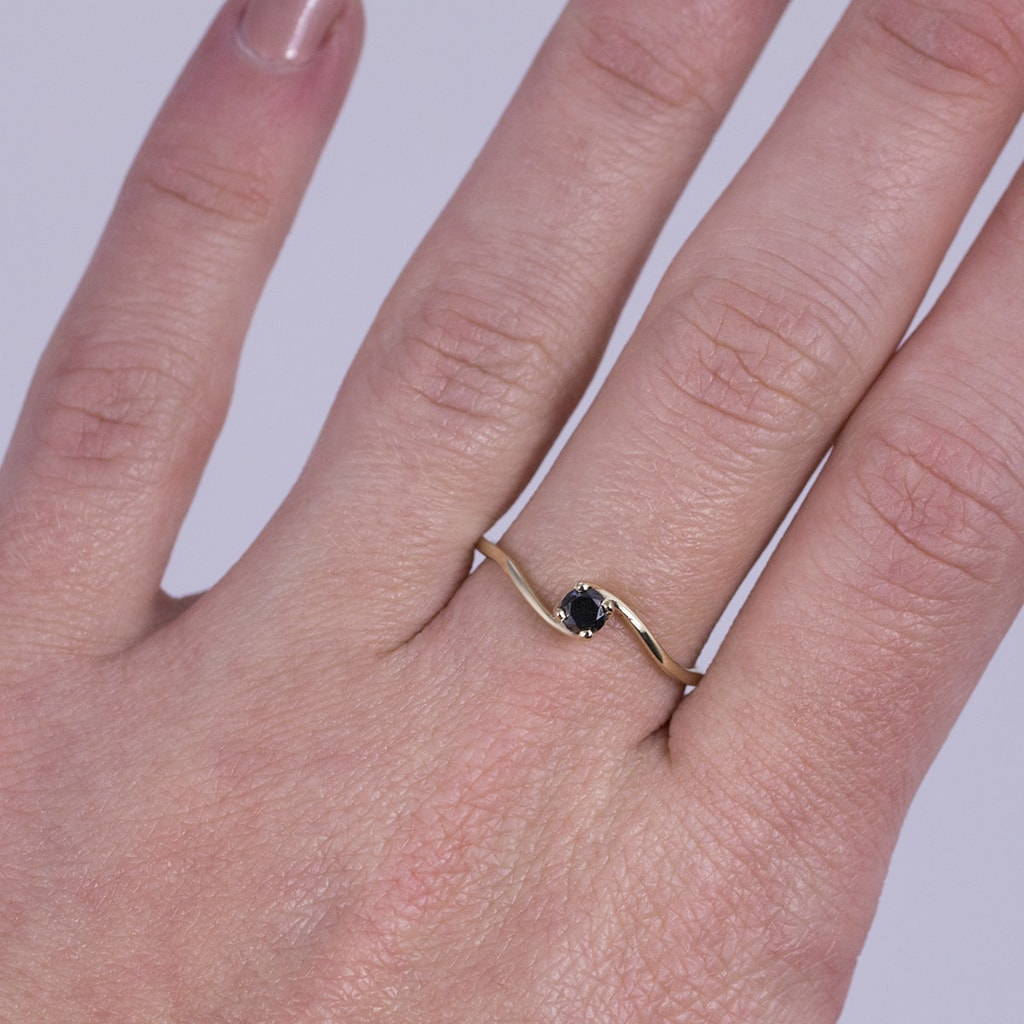Black diamond ring in 14kt gold | Jewellery with Love