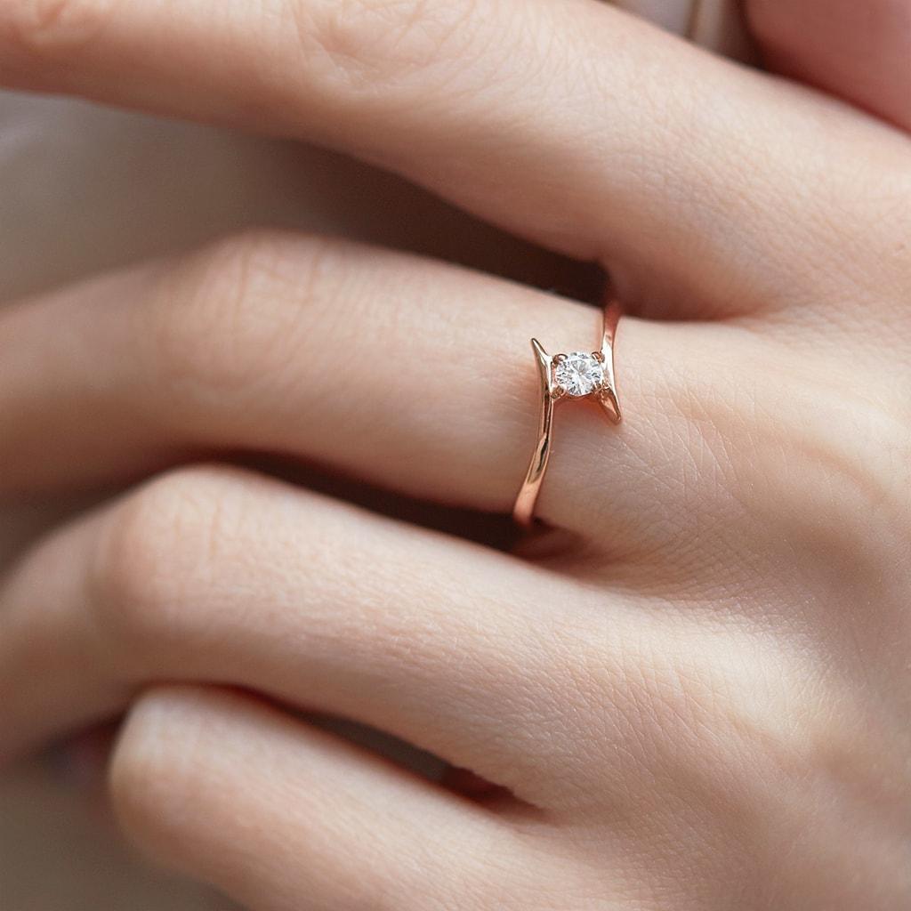 Zásnubný prsteň z ružového zlata s diamantom  7043f61f7c0