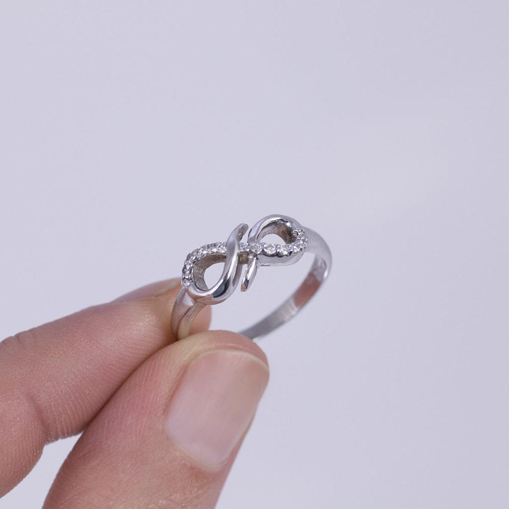 bague en or et diamant signe de l 39 infini klenota bijoux. Black Bedroom Furniture Sets. Home Design Ideas