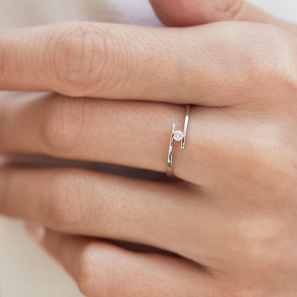 Minimalistický Zásnubní Prsten Z Bílého Zlata S Diamantem
