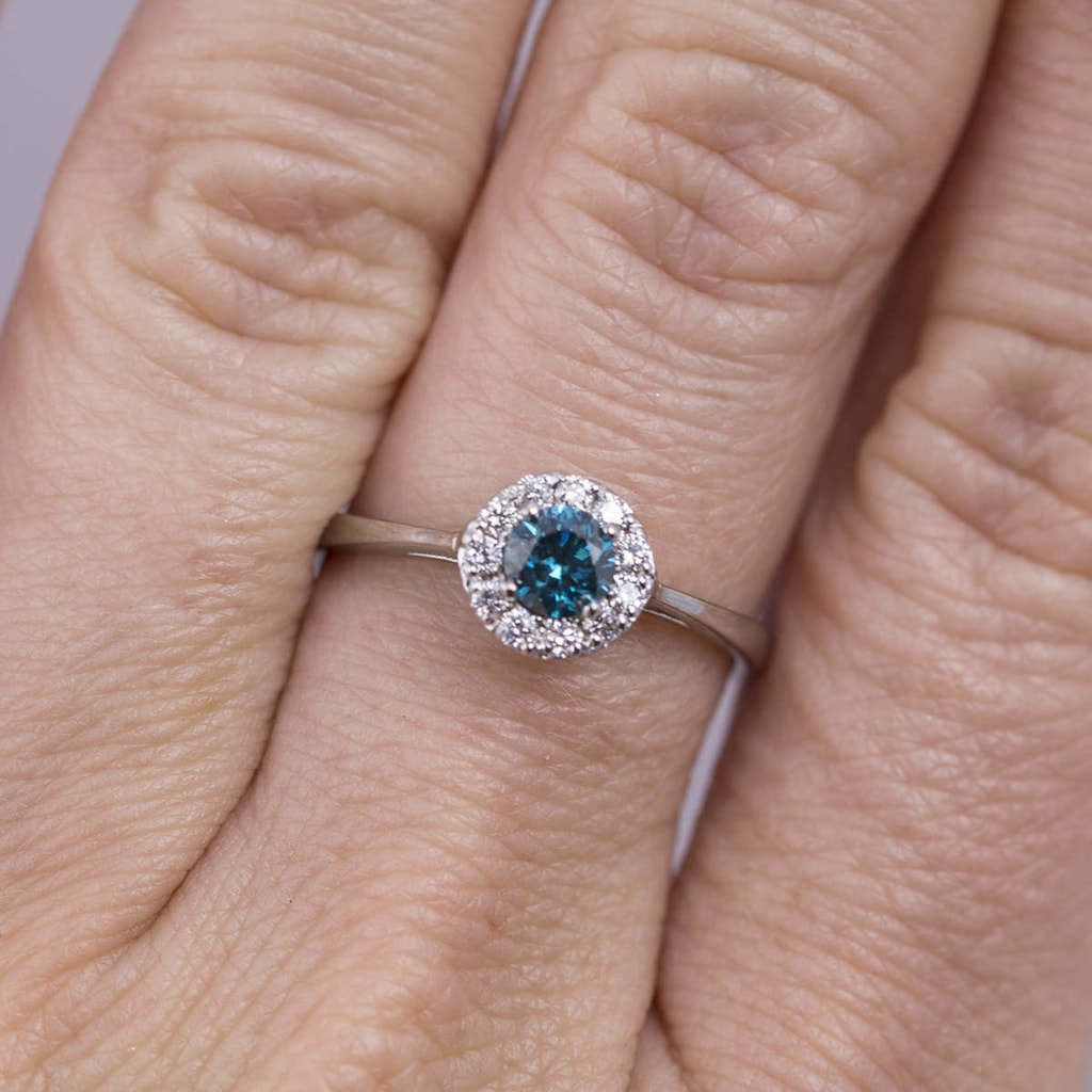 Blue and white diamond ring in 14kt gold | Jewellery with Love