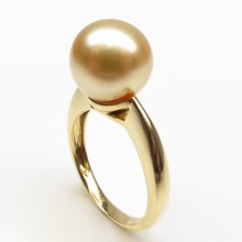 Golden ring with a pearl of the South Pacific - Pearl rings