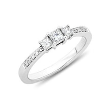 Engagement ring with diamonds - Diamond engagement rings