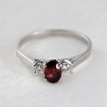 Garnet and diamond ring in 14kt gold - Engagement Gemstone Rings