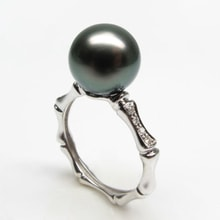 Gold ring with Tahitian pearls and diamonds - Pearl rings