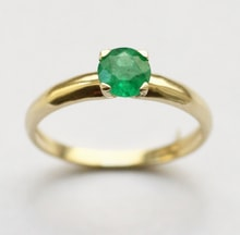 Golden ring with emerald - Engagement rings with gemstones