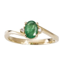 Golden ring with emerald and diamonds - Engagement rings with gemstones