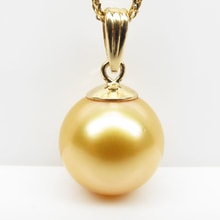 Golden pendant with pearl of the South Pacific - Pearl pendant