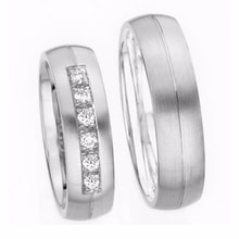 WEDDING RING WITH 3 DIAMONDS IN WHITE GOLD - DIAMOND WEDDING RINGS - WEDDING RINGS WITH GEMSTONES