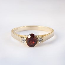 Gold ring with garnet and diamonds - Engagement rings with gemstones
