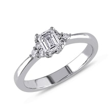 Diamond engagement ring in white gold - Diamond engagement rings