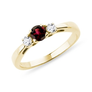 Garnet ring with diamonds in yellow gold