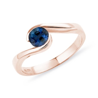 Sapphire engagement ring in rose gold
