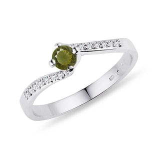 Diamond ring with moldavite