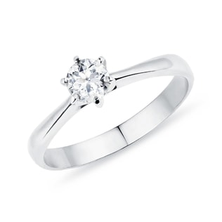 Engagement ring in white gold