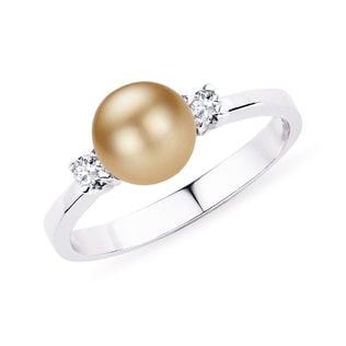 Pearl and diamond ring in 14kt white gold