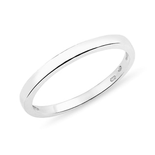 Wedding ring made of white gold