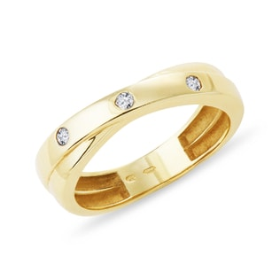 Goldring mit Diamanten