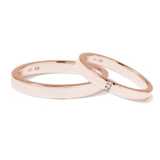 Wedding rings of rose gold with three diamonds