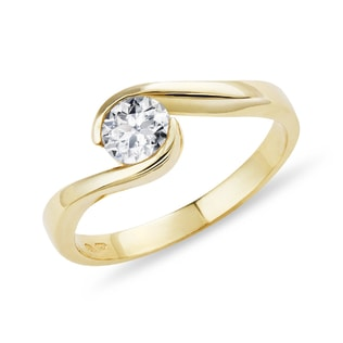 Gold engagement ring with diamond