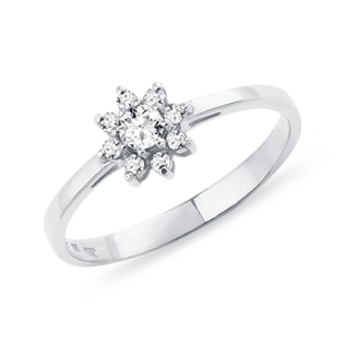 Diamond ring in white gold in the shape of a flower