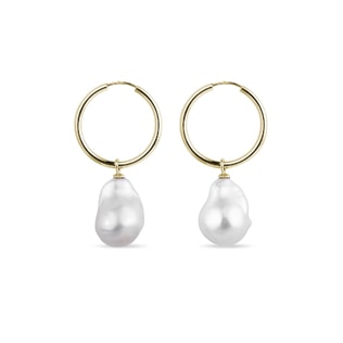 Baroque pearl hoop earrings in yellow gold