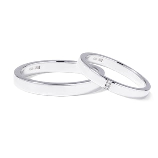 Wedding rings made of white gold with three diamonds
