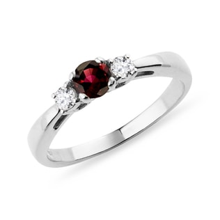 GARNET RING WITH DIAMONDS IN WHITE GOLD - GARNET RINGS - RINGS