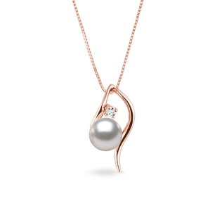 Necklace made of pink gold with akoya pearl