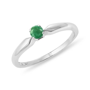 Silver ring with an emerald