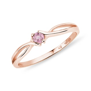 Gold ring with pink sapphire