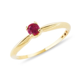 Ruby ring in yellow gold