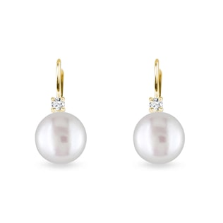 Pearl earrings with diamonds in yellow gold