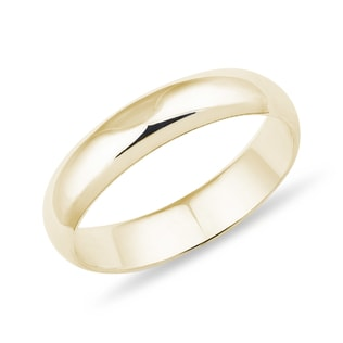 Wedding ring made of yellow gold