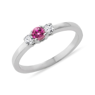 Pink sapphire and diamond ring in 14kt white gold