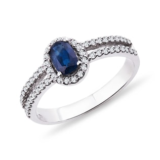 White gold ring with a sapphire and diamonds