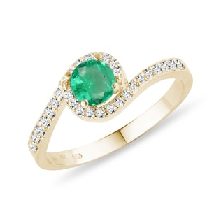 Gold diamond ring with emerald