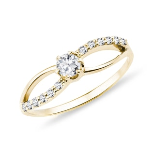 Ring in yellow gold with diamonds