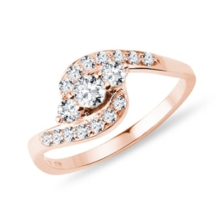 Engagement ring in rose gold with diamonds