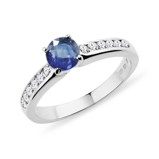 Gold ring with a blue sapphire and diamonds