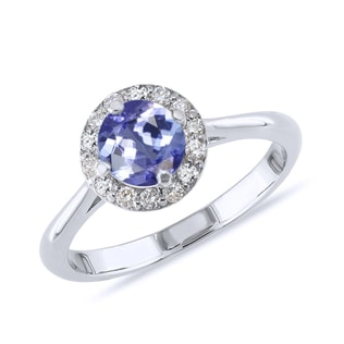 Ring made of white gold with diamonds and tanzanite