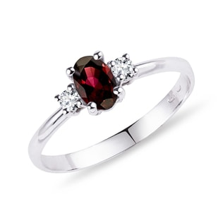 Garnet and diamond ring in 14kt gold
