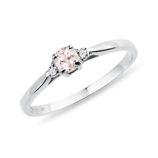 Engagement ring with diamonds and morganite in gold