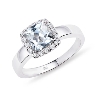 Aquamarine and diamond engagement ring in 14kt gold
