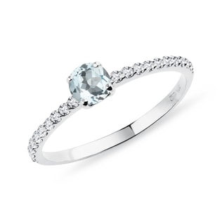 Aquamarine ring with a diamond band in white gold