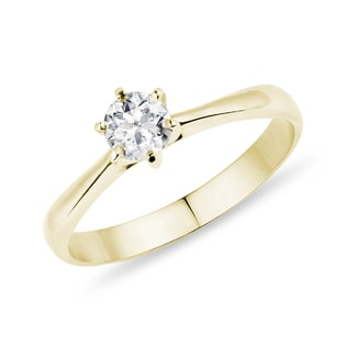 Engagement ring made of yellow gold